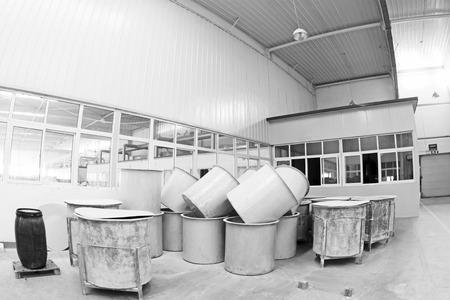 materia prima: Luannan County - 5 gennaio: La canna materia prima in officina fango realizzazione, nel Zhongtong Ceramics Co., Ltd. 5 Gennaio 2014, Contea di Luannan, provincia di Hebei, Cina.