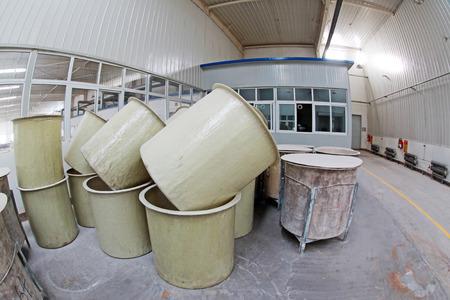 materia prima: Luannan County - 5 gennaio La canna materia prima in officina fango produzione, nella Zhongtong Ceramics Co, Ltd 5 Gennaio, 2014, Contea di Luannan, nella provincia di Hebei, Cina Editoriali