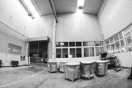 materia prima: Luannan County - 5 GENNAIO La canna materia prima in officina fango realizzazione, nel Zhongtong Ceramica Co, Ltd 5 Gen 2014, Contea di Luannan, provincia di Hebei, Cina