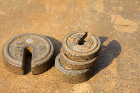 castings: oxidation rust weight, closeup of photo