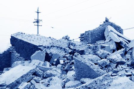 materiales de demolición en el sitio de la demolición