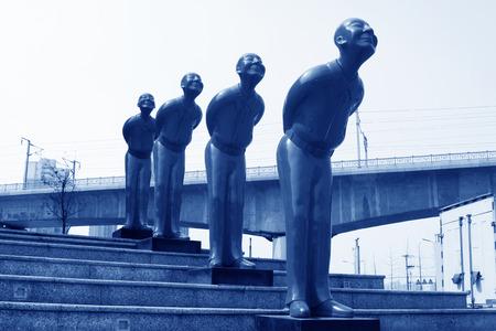sich b�cken: Fengnan CITY - 30. M�rz: Statue auf den Stufen, 30. M�rz 2014, Fengnan City, Hebei Province, China.
