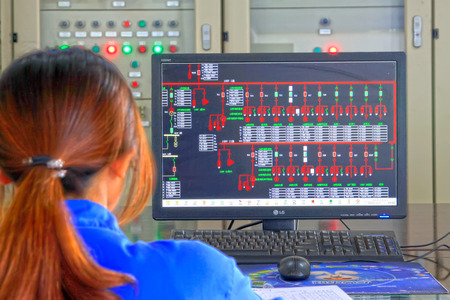 TANGSHAN - JUNE 18: Female technician in view display state in the control room, in a iron and steel co., on June 18, 2014, Tangshan city, Hebei Province, China 에디토리얼