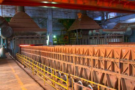 ruido: sinterizaci�n de maquinaria y equipos en una planta de acero, detalle de la foto Foto de archivo