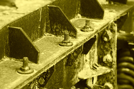 piastra acciaio: ossidazione lamiera di acciaio arrugginito e bulloni, closeup foto