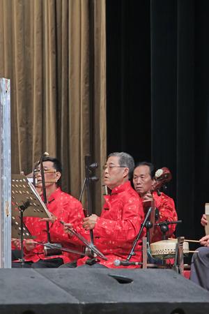 accompagnement: Luannan - 22 septembre: Accompagnement groupe sur sc�ne, le 22 Septembre 2014, le comt� Luannan, province du Hebei, en Chine