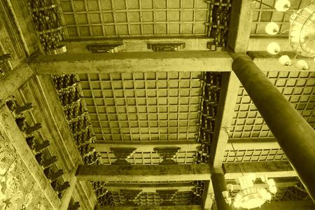 droplight: PECHINO - 22 dicembre: La struttura e droplight decorazione tetto in legno, in Imperial Ancestral Temple, il 22 dicembre 2013, Pechino, Cina. Editoriali