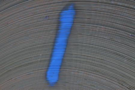elasticidad: textura tira de acero y pintura de marcas, primer plano de la foto Foto de archivo