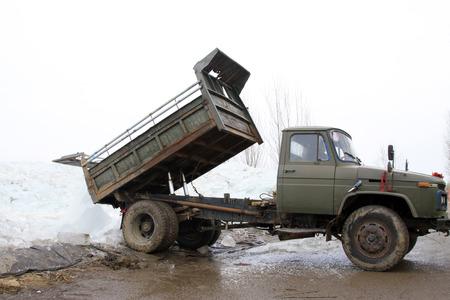 scenarios: Heavy truck transport ice in the winter