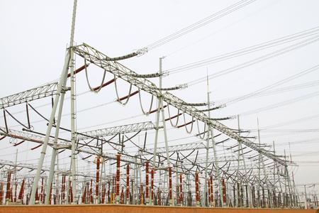 energia electrica: Equipos de energ�a el�ctrica en una subestaci�n, primer plano de la foto Foto de archivo