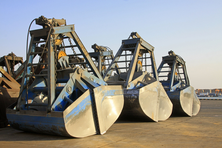 grab: crane grab bucket, closeup of photo