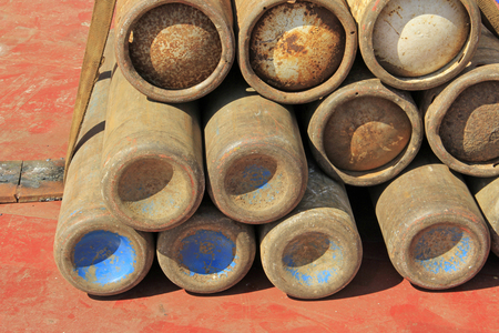 oxidize: oxidize oxygen cylinder, closeup of photo