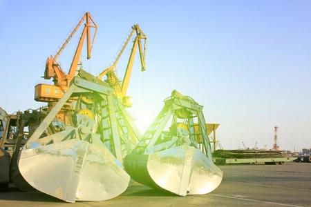 grab: crane and grab bucket, closeup of photo