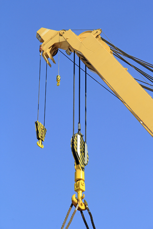 leverage: crane sling in the sky, closeup of photo