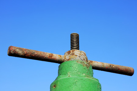 palanca: petroleum machinery control lever under blue sky in oilfield