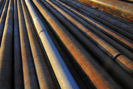 disorderly: Oxidation rust steel pipe stacked together Stock Photo