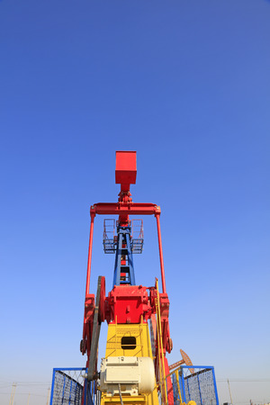 pumping unit: pumping unit side features in a oil field