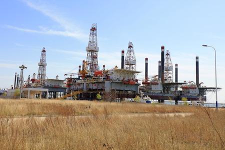 drilling platform: oil drilling platform, closeup of photo