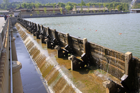 baffle: reservoir dam