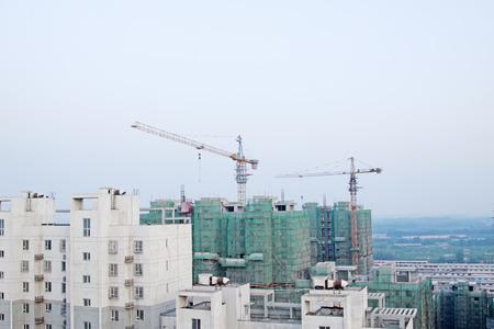 건물 및 탑 기중기 스톡 콘텐츠 - 80254936