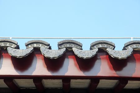 赤い屋根のタイル