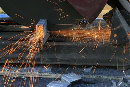 alloy: Saw cutting aluminum alloy