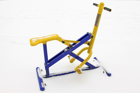 Fitness equipment riding device