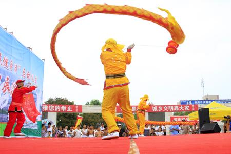 Luannan - 7 Août: Diabolo exécution, le 7 Août 2015 Luannan, province du Hebei, en Chine Banque d'images - 88821882