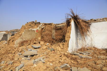 derrumbe: Broken walls  Foto de archivo