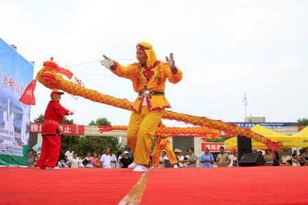 Comté de Luannan - 7 août: Diabolo en représentation, le 7 août 2015, comté de Luannan, province du Hebei, Chine Banque d'images - 90898423