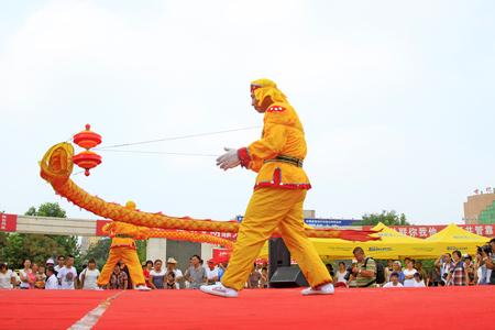 Comté de Luannan - 7 août: Diabolo en représentation, le 7 août 2015, comté de Luannan, province du Hebei, Chine Banque d'images - 92255324