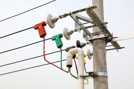 Electric power equipment and porcelain insulator