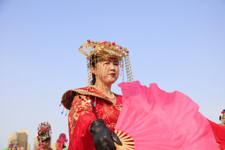 Luannan County - February 24, 2018: Yangge Dance Performance on the square, Luannan County, Hebei Province, China. 写真素材 - 118179877