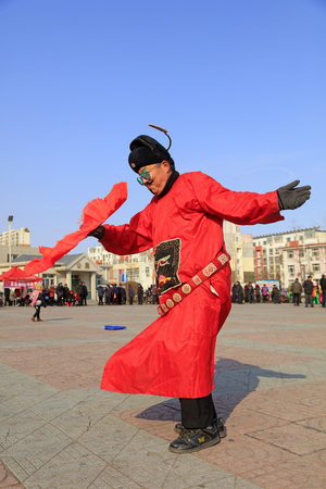 Luannan County - February 24, 2018: Yangge Dance Performance on the square, Luannan County, Hebei Province, China. 写真素材 - 118179891