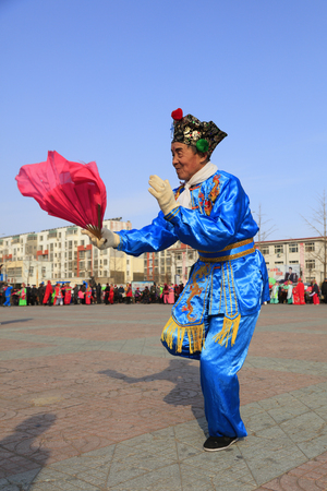 Luannan County - February 24, 2018: Yangge Dance Performance on the square, Luannan County, Hebei Province, China. 写真素材 - 118179921