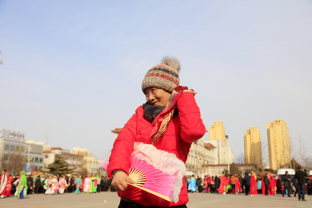 Luannan County - February 24, 2018: Yangge Dance Performance on the square, Luannan County, Hebei Province, China. 写真素材 - 118179923