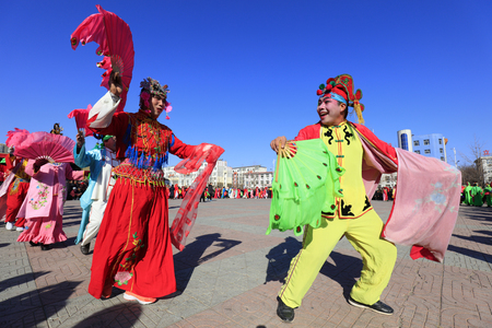 Luannan County - March 1, 2018: Yangge Dance Performance on the square, Luannan County, Hebei Province, China. 写真素材 - 119171133