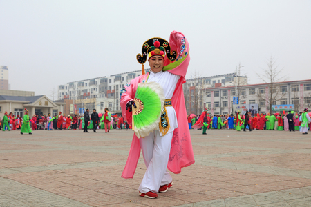 Luannan County - March 3, 2018: Yangge Dance Performance on the square, Luannan County, Hebei Province, China. 写真素材 - 119172102