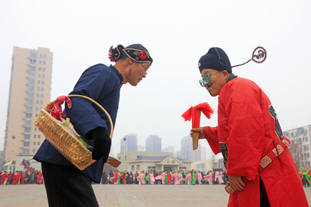 Luannan County - March 3, 2018: Yangge Dance Performance on the square, Luannan County, Hebei Province, China. 写真素材 - 119172106