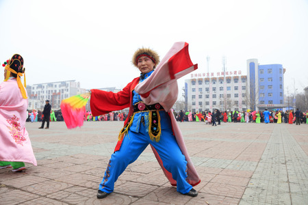 Luannan County - March 3, 2018: Yangge Dance Performance on the square, Luannan County, Hebei Province, China. 写真素材 - 119172113