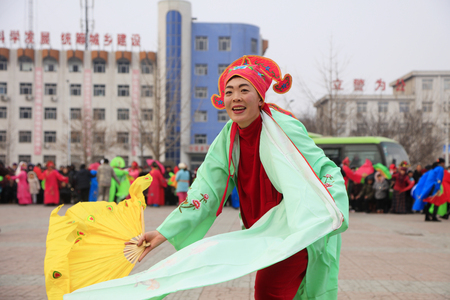 Luannan County - February 27, 2018: Yangge Dance Performance on the square, Luannan County, Hebei Province, China. 写真素材 - 119172115