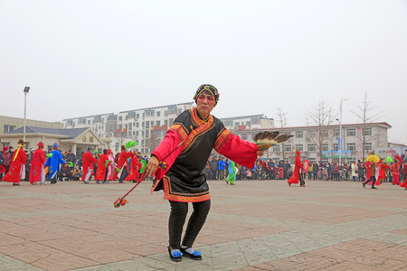 Luannan County - March 3, 2018: Yangge Dance Performance on the square, Luannan County, Hebei Province, China. 写真素材 - 119172117