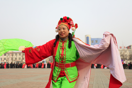 Luannan County - February 27, 2018: Yangge Dance Performance on the square, Luannan County, Hebei Province, China. 写真素材 - 119172126