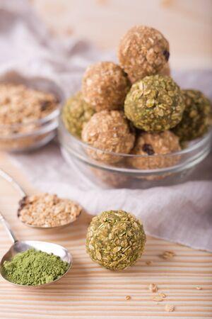 Homemade healthy raw energy sweet balls - vegetarian desserts Imagens