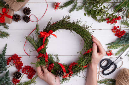 Tutorial easy Christmas wreath of blueberry branches. Step by step instruction