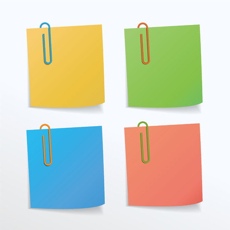 paper clips: Different colors of paper clips and paper notes