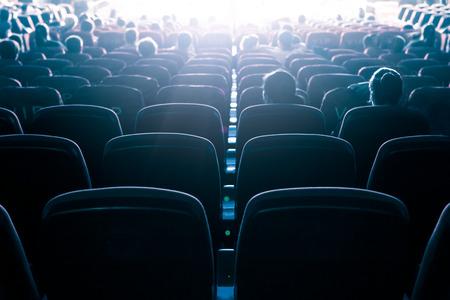 Cine o el teatro en el auditorio, conocimiento de los negocios.