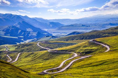 견고한 산악 도로입니다.