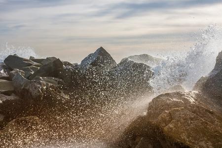 Ocean spray on rocks in California Stok Fotoğraf - 91718390