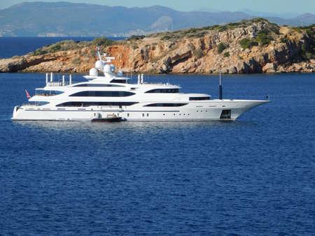 A super yacht off the coast of Vouliagmeni in Attica, Greece Imagens
